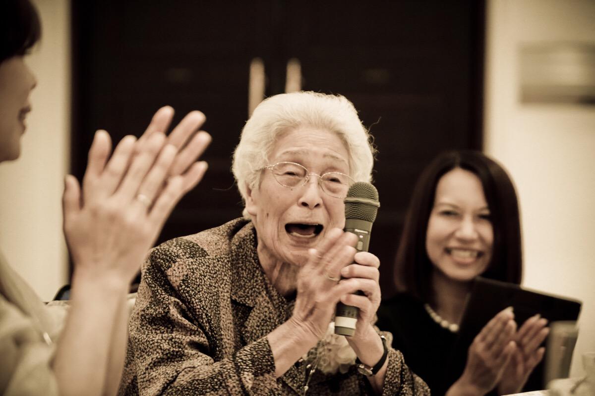 結婚式で大好きなおばあちゃんに喜んでもらえる演出や思い出の作り方をご紹介