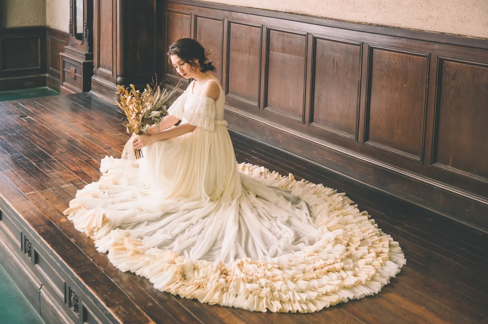 Rosey Aphrodina-本物志向のアンティークドレスとの出会い-