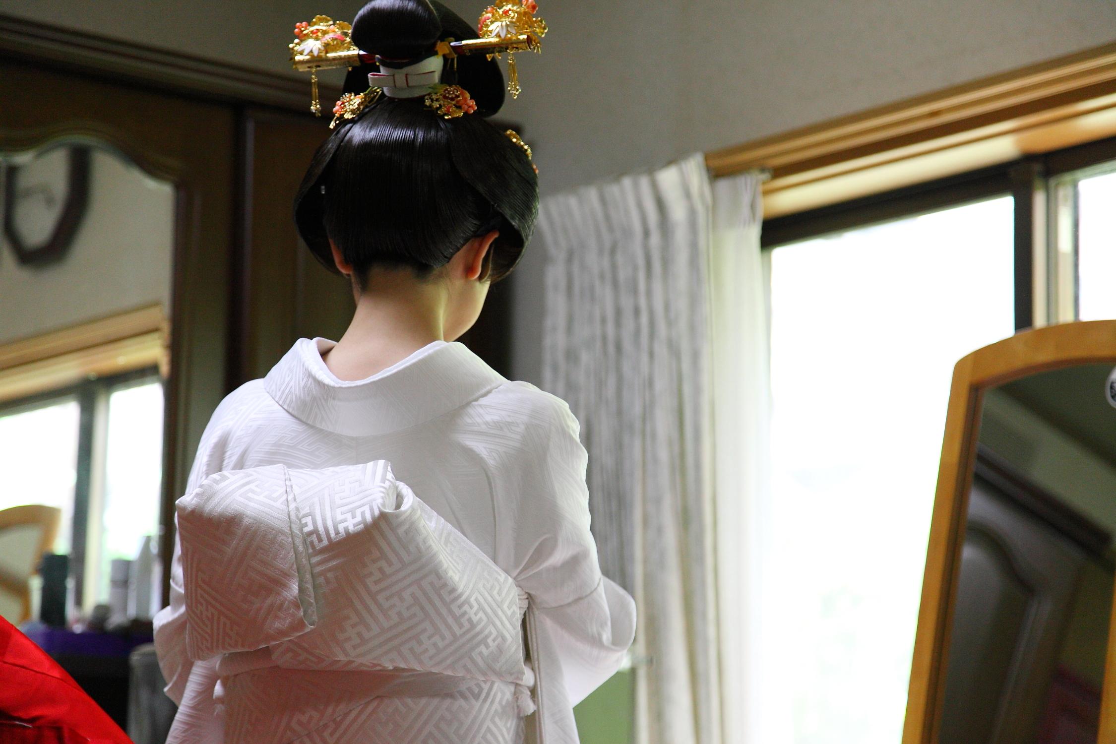 結婚式の前撮りは自宅で〜前撮り本来の価値とは〜